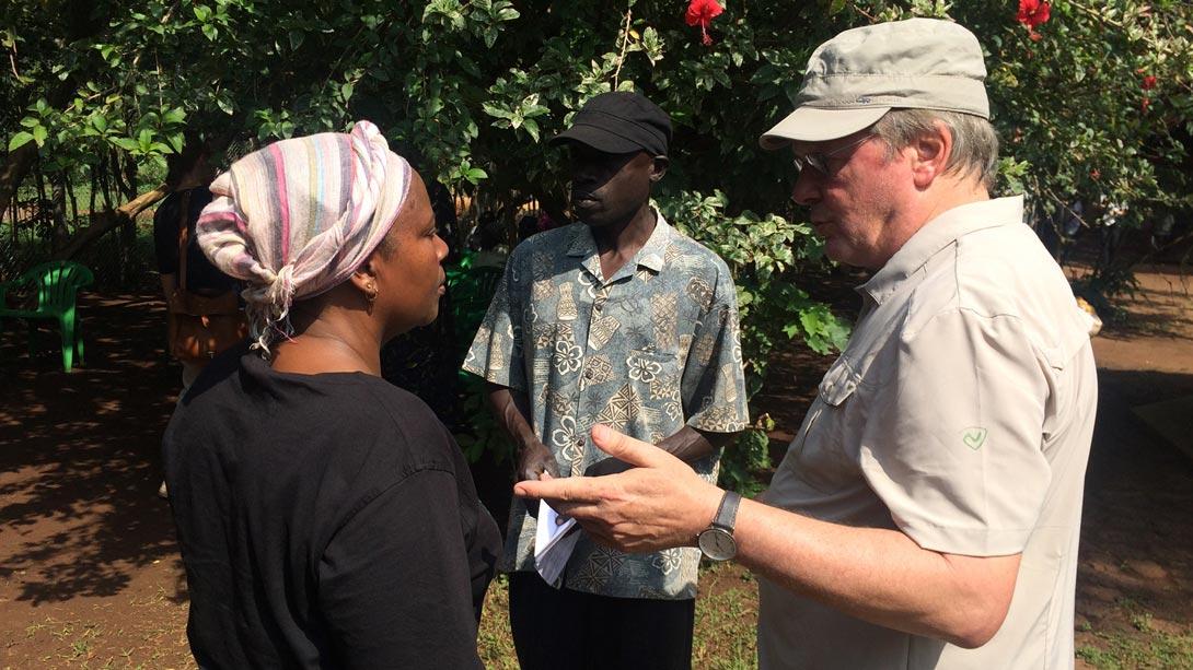 Kurt Langbein, Margaret und Simon Wabwire; Genossenschaft SAMA, Uganda