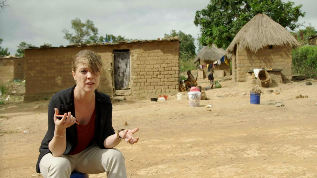 Laura Gerritsen in einer Bergarbeitersiedlung im Kongo